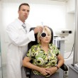 Doctor,examining a patient in ophthalmology clinic - Foto Stock