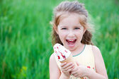 Beautiful little girl eats ice-cream — Stock Photo