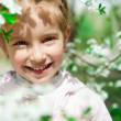 Little girl with bush blossoming — 图库照片