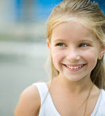 Beautiful liitle girl — Stock Photo