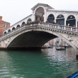 Venice Grand canal with gondolas and Rialto Bridge — Stockfoto #11978146