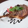 chuletas de cerdo a la parrilla. carne con hueso — Foto de Stock