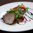 Beef medallions served with balsamic sauce — 图库照片