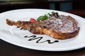 Grilled Pork chops. Meat on the bone. — Foto de Stock