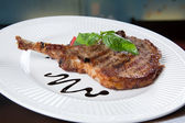 Grilled Pork chops. Meat on the bone. — Stock fotografie