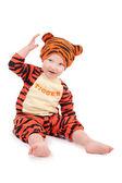 Liten pojke i tiger kostym — Stockfoto