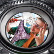 Worker and a washing machine — Stockfoto