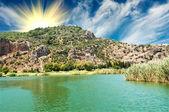 Hrobky oblast lycian nedaleko řeky dalyan. — Stock fotografie