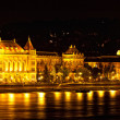 Night view of Danube and Budapest from outside Peshta — Foto Stock