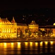Night view of Danube and Budapest from outside Peshta — 图库照片