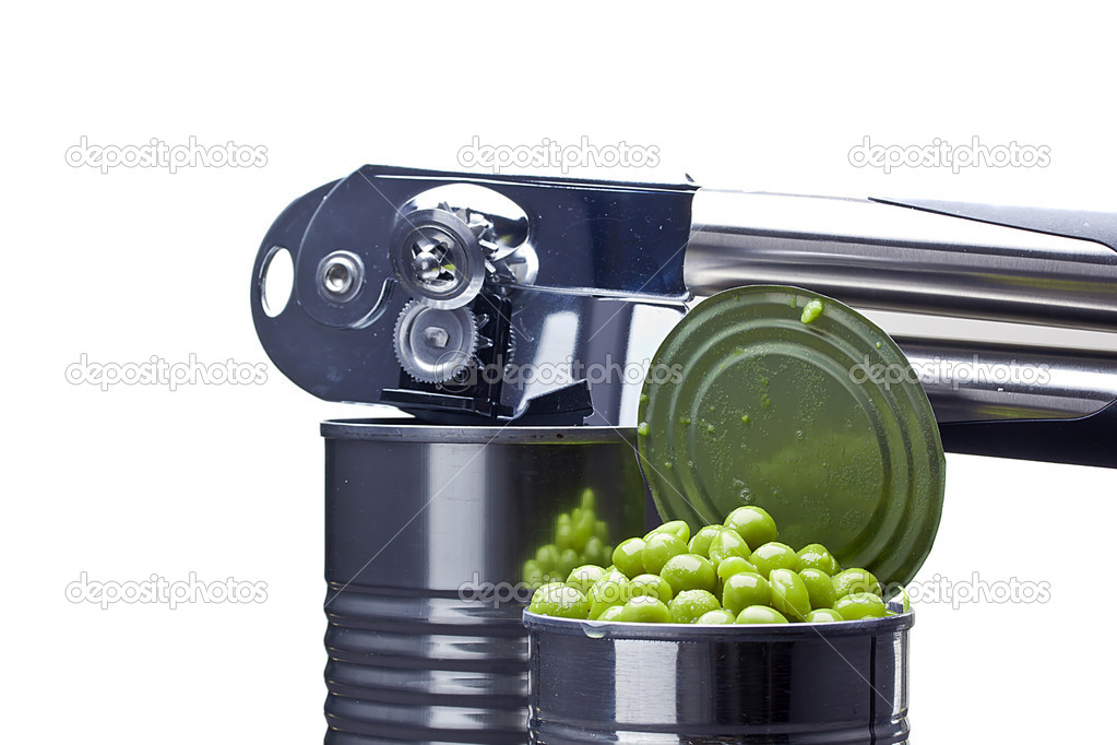 Preserved green peas in a metal can next to a can opener on a white background. — Stock fotografie #11115744