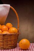 Korg med mandariner — Stockfoto