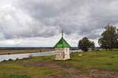 A capela em bancos de theoka, rússia — Fotografia Stock