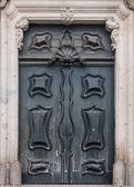 Porta verde de madeira velha — Foto Stock