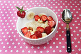 Oatmeal Porridge (cereal) on milk with banans, nuts and strawberries — Stock Photo