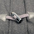 Horn Toggle Fastener with Rope Loop — Stockfoto #11145144
