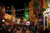 Crowds of in the Latin Quarter at night — Stock Photo