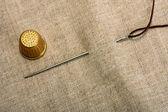 Needle thimble and thread — Stock Photo