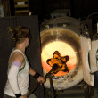 Glass furnace. Glass Blower at Work — Stock Photo