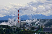 Amazing Alaska. Refinery with smoke stacks — Stock Photo