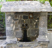 Source with water. Greek Church of the 12 Apostles, Capernaum . — Foto de Stock