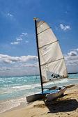 Jacht jest wating dla żeglarzy — Zdjęcie stockowe