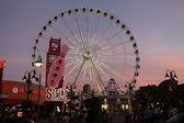View of evening amusement park — Stock Photo