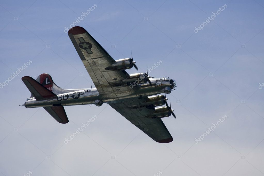 A plane performing in an air show at Jones Beach — Stock Photo #11296198
