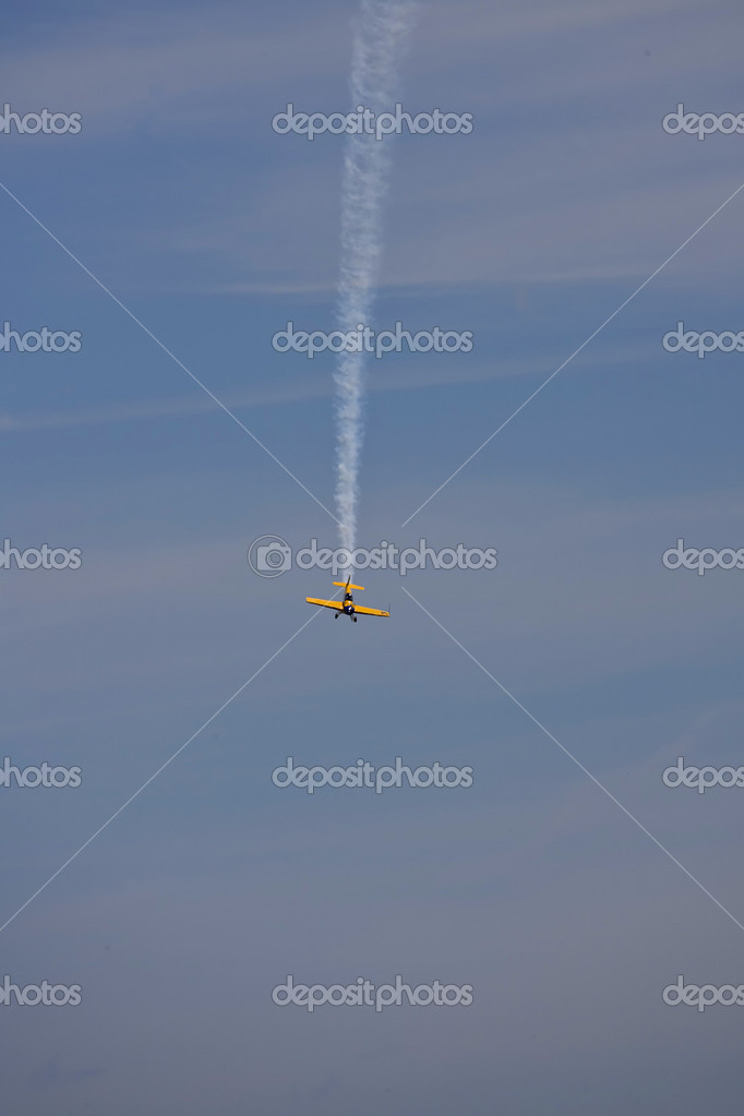 A plane performing in an air show at Jones Beach — Stock Photo #11296205