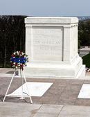 Tomb of the unknown soldier Arlington cemetery — Stock Photo