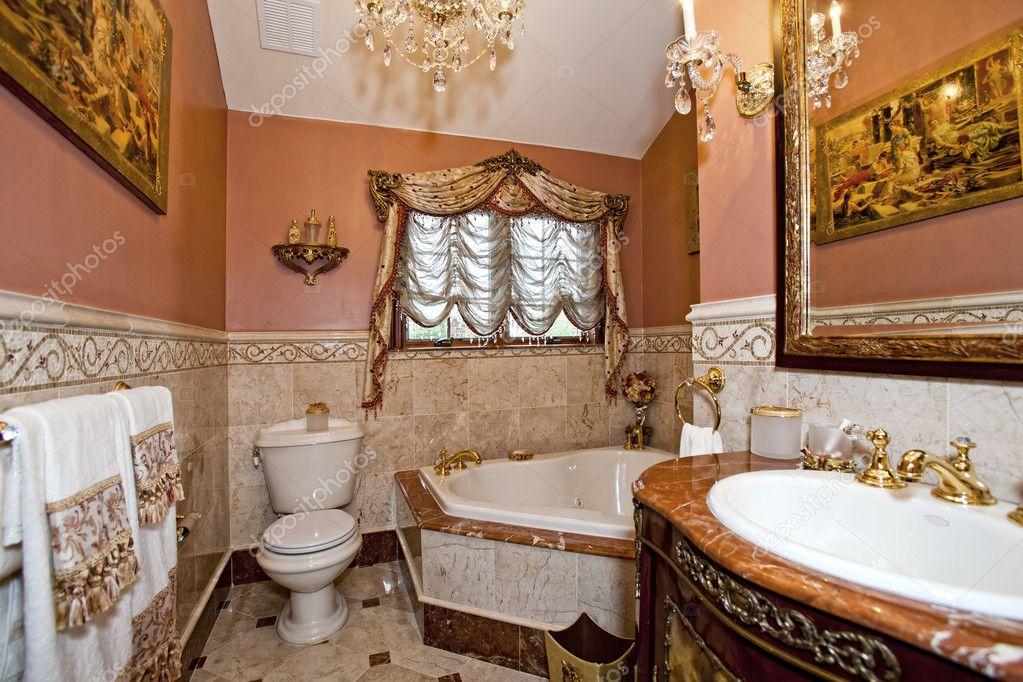 bagno moderno con vasca idromassaggio  foto editoriale stock, Disegni interni