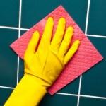 Hand with sponge — Stock Photo #11158404