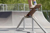 Skater doing nose grind on fun-box in skatepark — Stock Photo