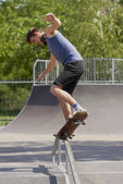 Skater doing crooked grind on fun-box in skatepark — Stock Photo