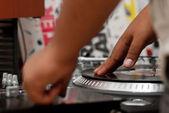 レコードをスクラッチ、ヒップホップ dj — ストック写真