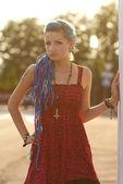 Docela punková dívka při západu slunce — Stock fotografie