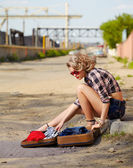 Blonde girl hitchhiker — Stock Photo
