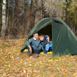 Tent in autumn forest — Stockfoto