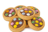 Biscuits with milk chocolate and coloured chocolate beans isolat — Zdjęcie stockowe