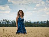 Beautiful woman on a wheat field — Stock Photo