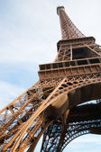 Vertical oriented image famous Eiffel Tower in Paris, France. — Stock Photo
