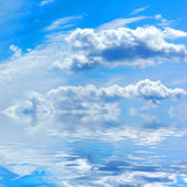 Beautiful summer sky with water reflection — Stock Photo