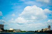 Céu azul em Ecaterimburgo — Fotografia Stock