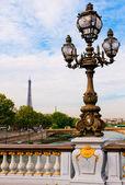 Street lantern on the Alexandre III Bridge against the Eiffel To — Stock Photo