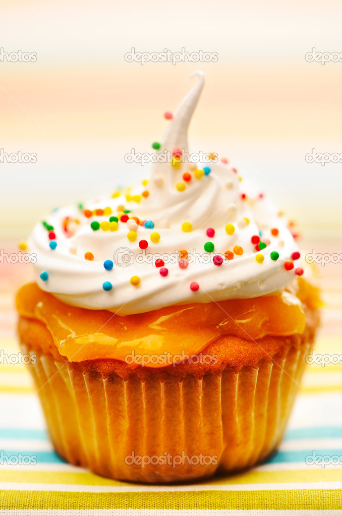Cupcake with whipped cream and icing — Stock Photo #11171894