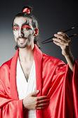 Acteur japonais avec des baguettes — Photo