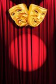 Divadelní představení koncepce s maskami — Stock fotografie