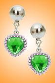 Silver earrings silver earrings geïsoleerd op de witte achtergrond — Stockfoto
