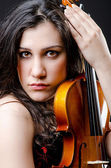 Female violin player against background — Stock fotografie