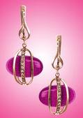 Smycken koncept med fina örhängen — Stockfoto
